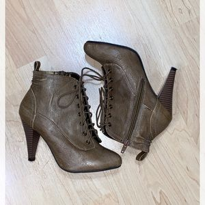 Pure Alfred Sung Allaire Booties, Size 5